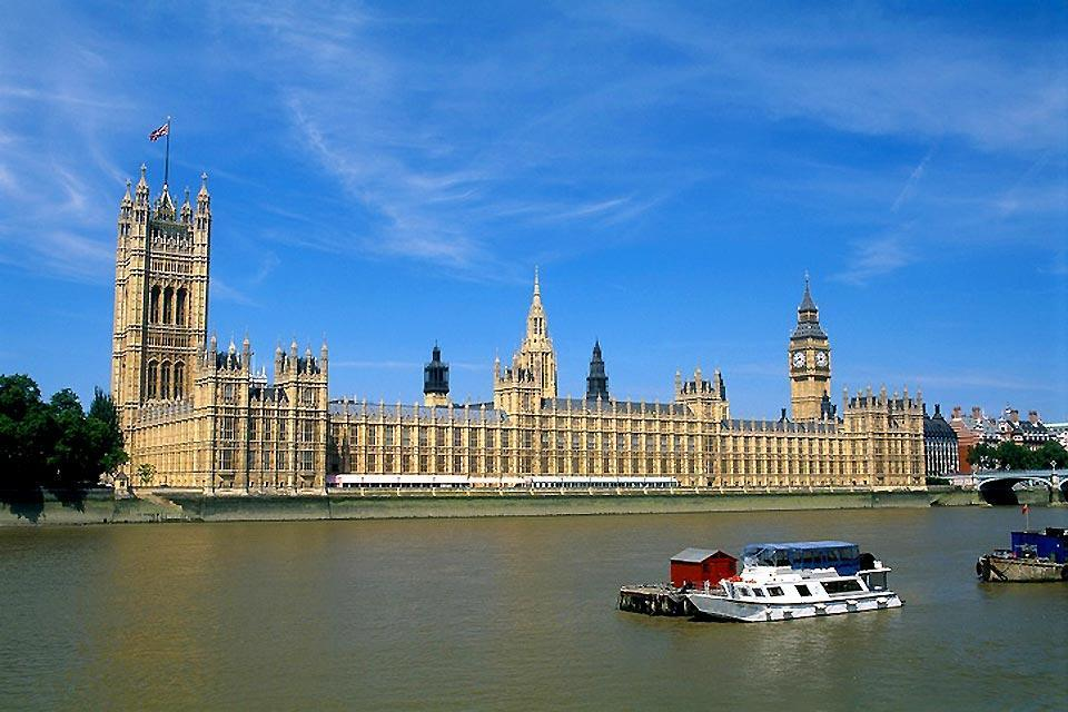 Historical sites along the Thames , Big Ben and Houses of Parliament , United Kingdom