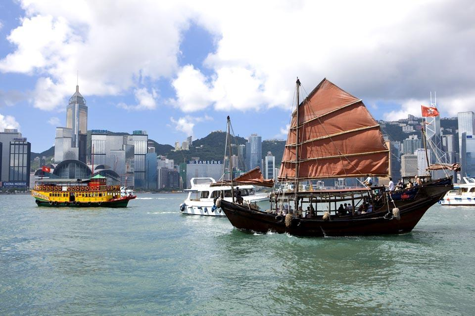Coastal navigation on the islands , Hong Kong