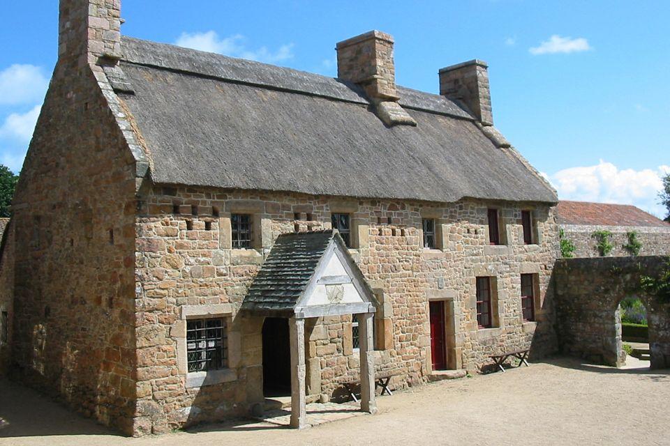 Il castello di Urquhart di Loch Ness, Il Museo di Hamptone (Jersey), I monumenti, Isole Normanne
