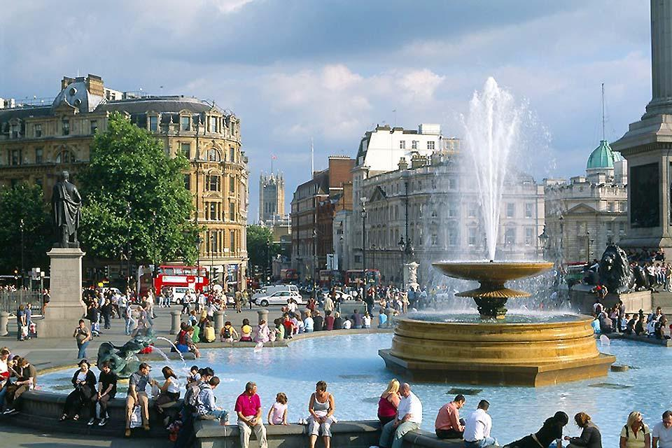 Trafalgar Square , Trafalgar Square en été , Royaume-Uni
