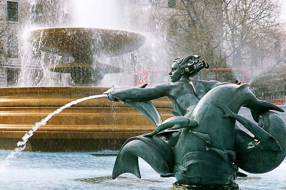 Trafalgar Square , Dettaglio di una fontana, Trafalgar Square , Regno Unito