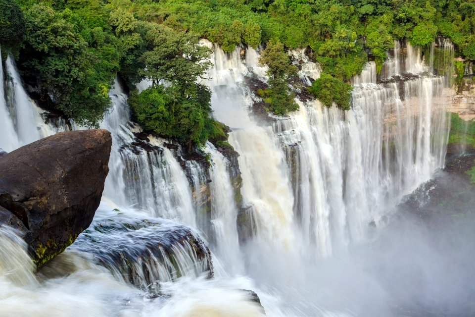 Las cataratas de Kalandula, Los paisajes, Angola