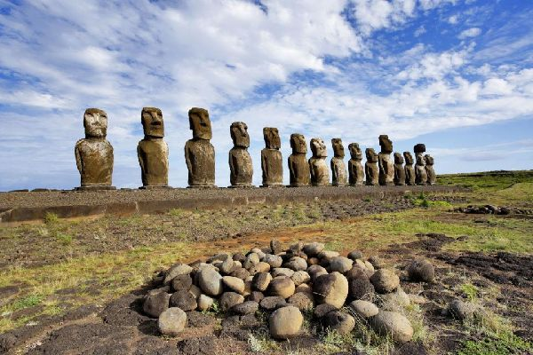 Ahu Tongariki , Chile