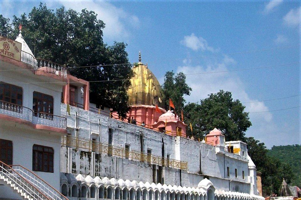 Dera Baba Banda (Jammu), Los monumentos, Jammu y Cachemira