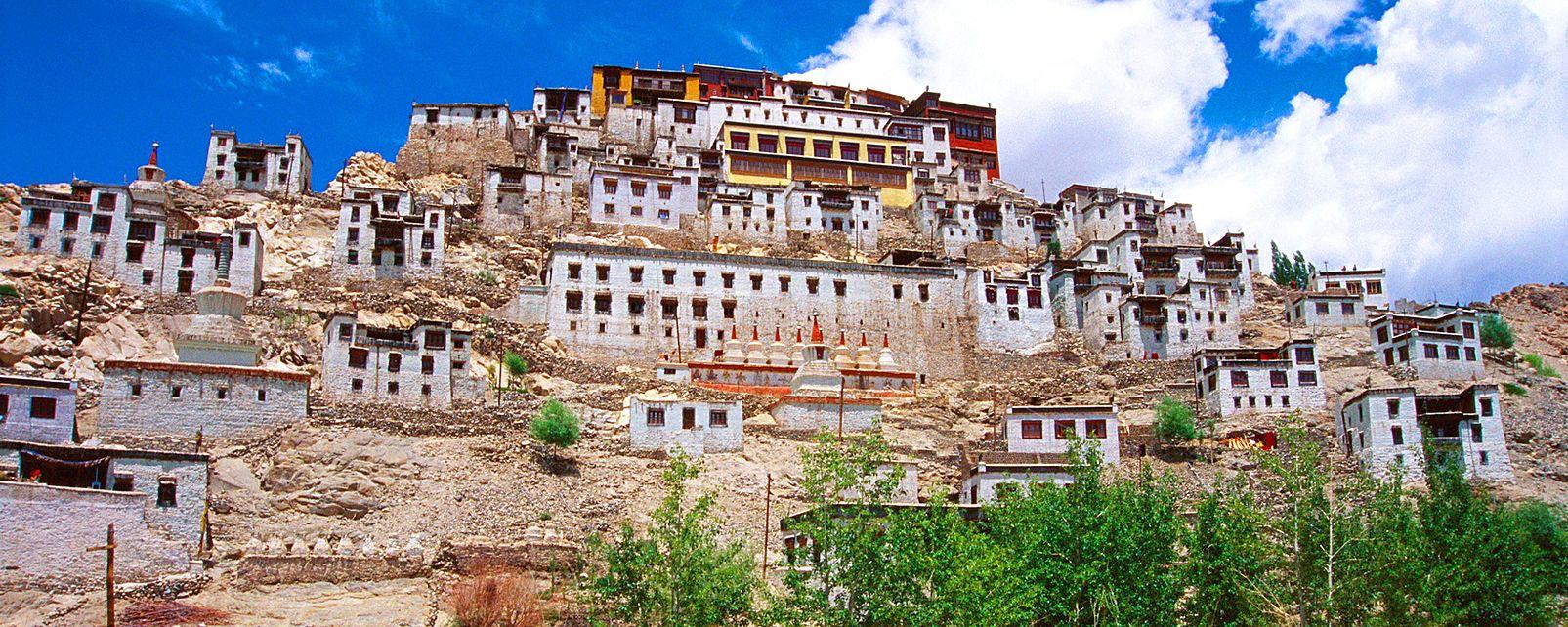 El templo Purmandal (Jammu) , El monasterio de Spitok (Ladakh) , India