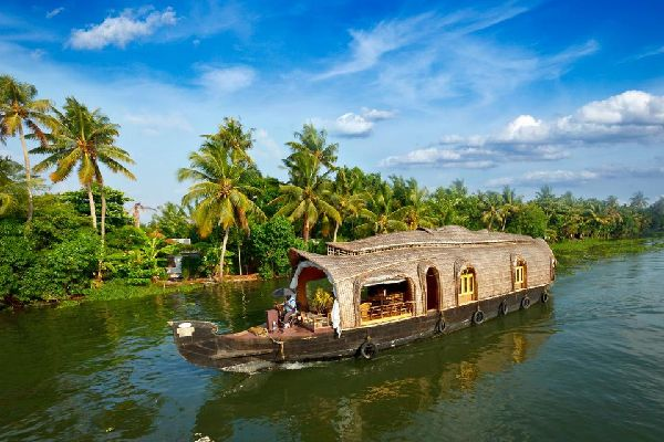 Los <EM>backwaters</EM> , Los backwaters en Kerala , India