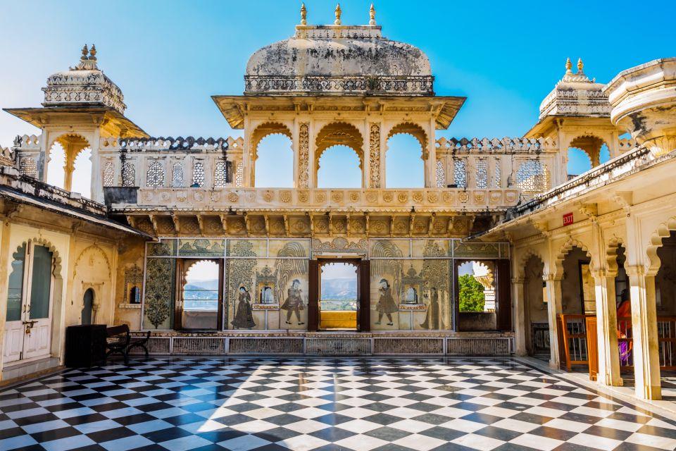 Le palais de la cit d 39 udaipur rajasthan inde for Une chambre en inde theatre du soleil