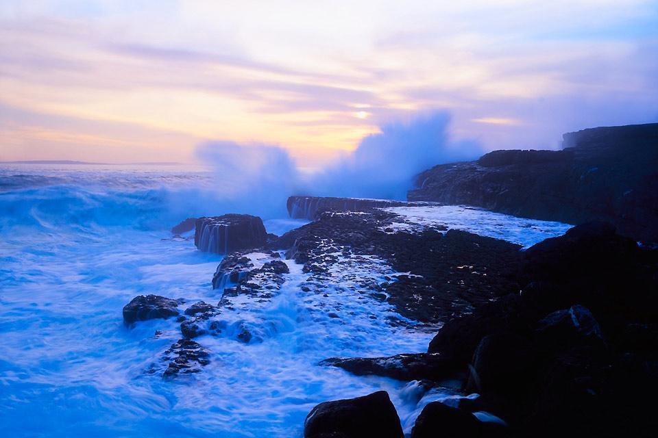 Il deserto di calcare di Burren , Costa irlandese , Irlanda