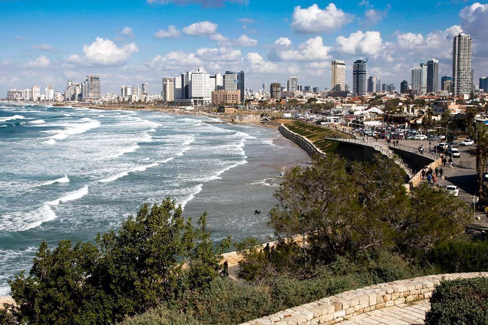 La côte méditerranéenne , Vue sur Tel-Aviv depuis Jaffa , Israël
