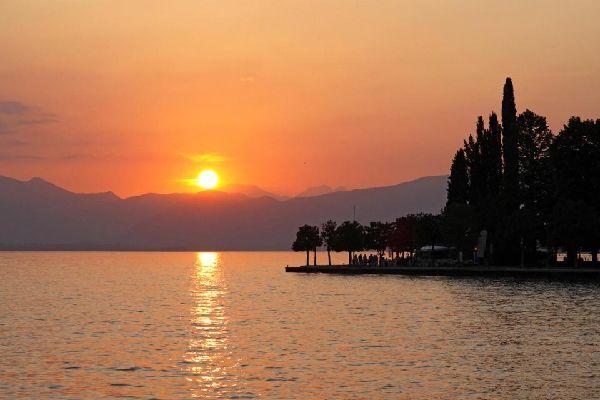 Il lago di Garda , Il tramonto sul lago , Italia