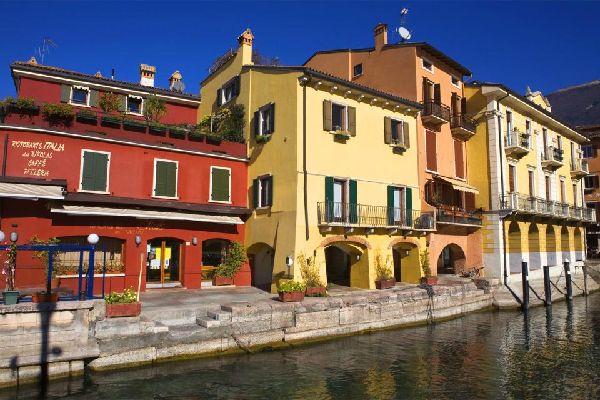 Il lago di Garda , La città , Italia