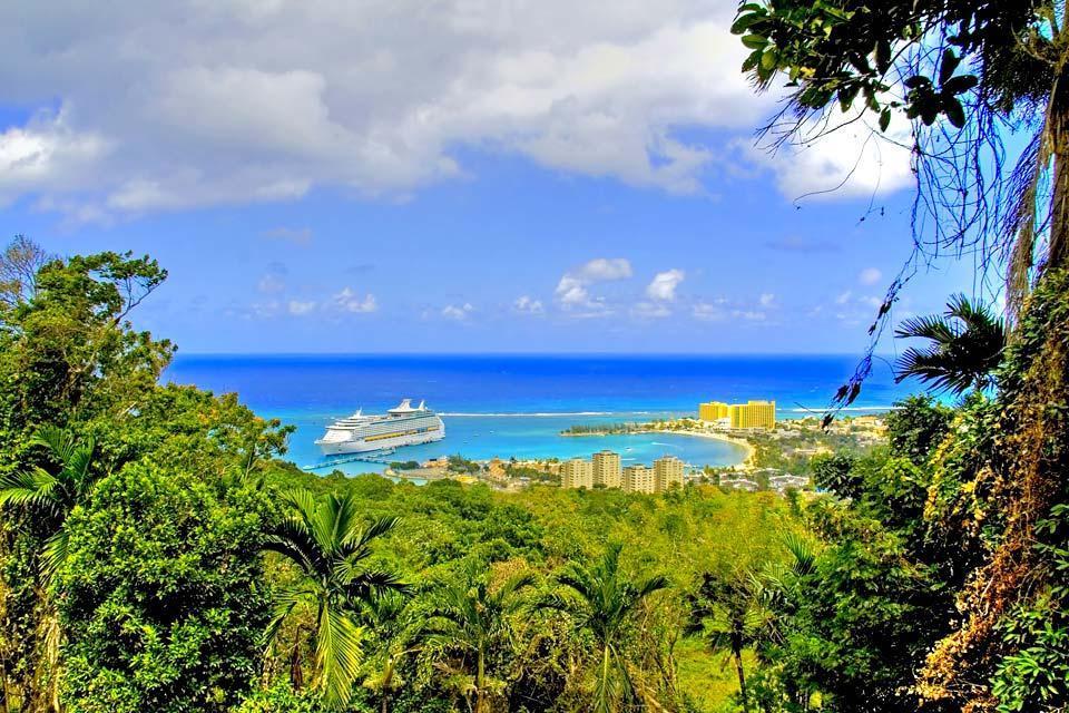 La vegetación exuberante , Jamaica