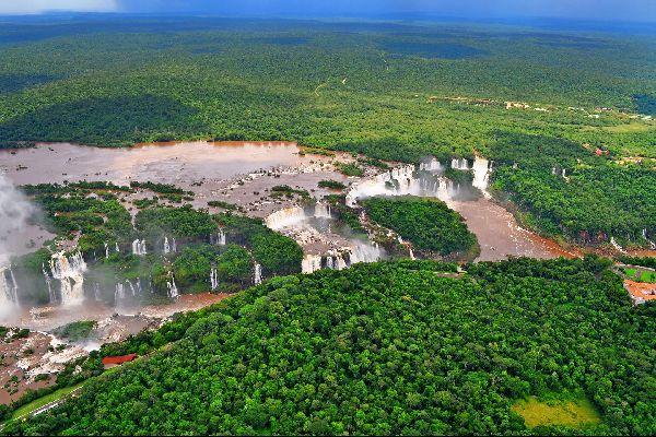 The Iguaçu Waterfalls , Iguaçu National Park , Argentina