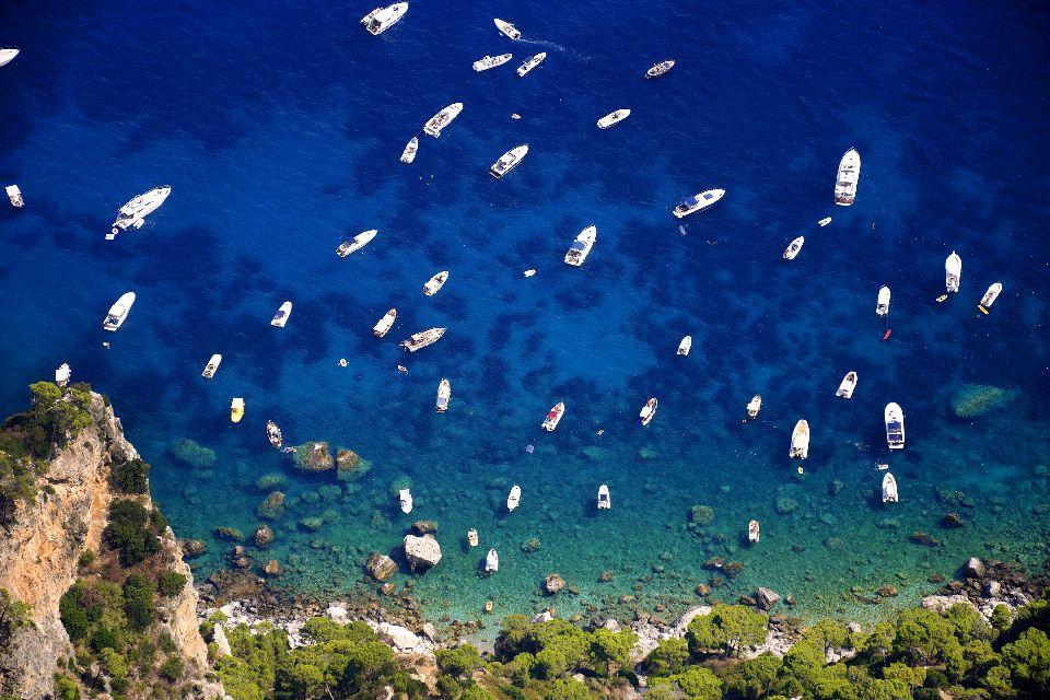 L'île de Capri , Mouillage à Capri , Italie