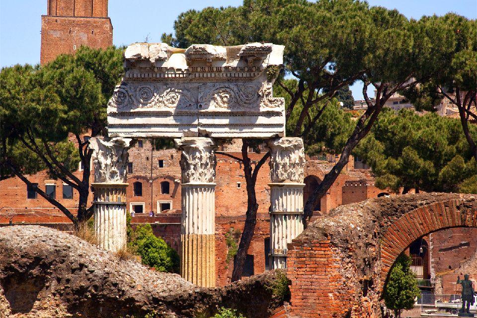 Les sites romains , Le temple de Vénus Génitrice, Rome. , Italie