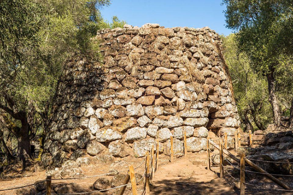 Le rovine di Santa Cristina , Il pozzo sacro di Santa Cristina , Italia
