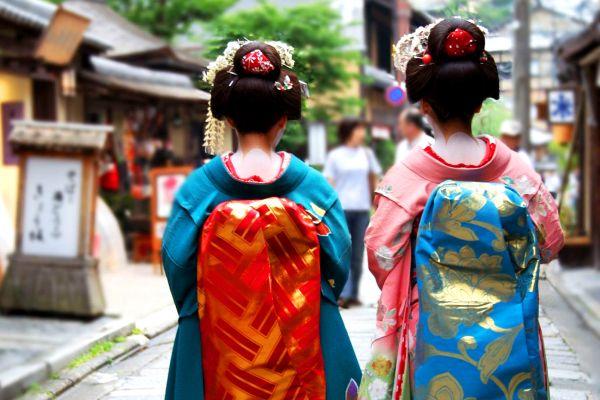 Una maiko: aprendiz de geisha, El sumo, Las tradiciones, Japón