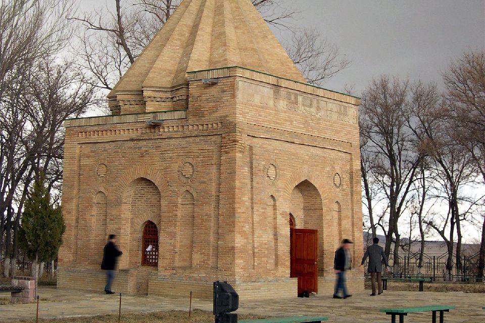 Los mausoleos de Aicha Bibi y Babadji , Kazajstán