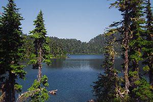 Le lac de Bolshoye Almatinskoye , Le grand lax de Bolshoye , Kazakhstan