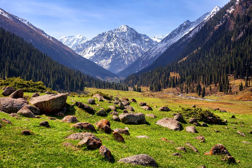 El valle de Altyn Arashan , Kirguistán