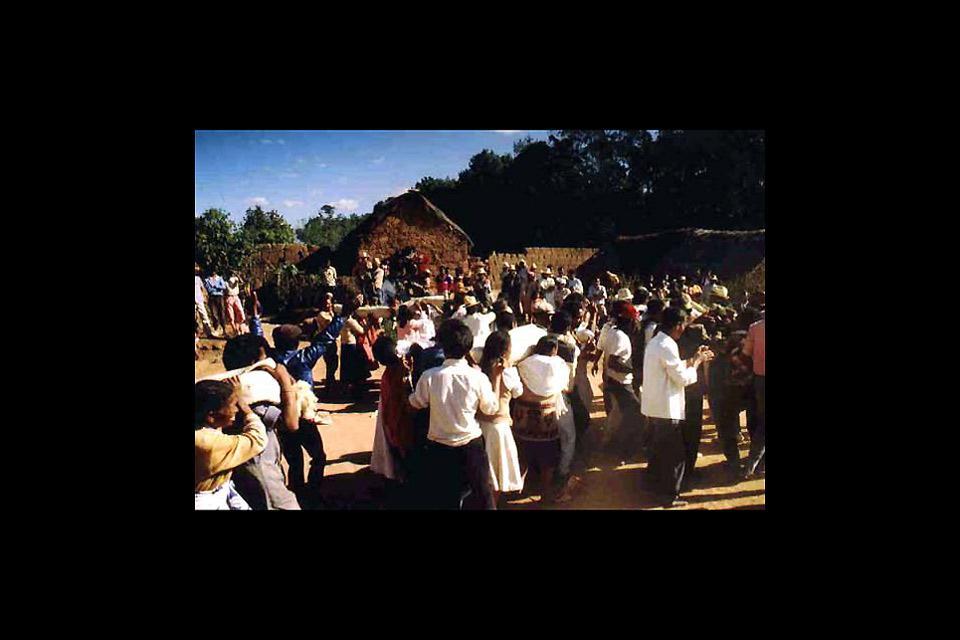 Le Famadihana ou retournement des morts , Madagascar