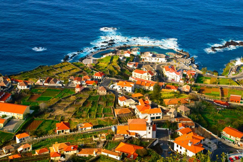 Las piscina naturales de puerto moniz madeira portugal for Piscinas naturales en portugal