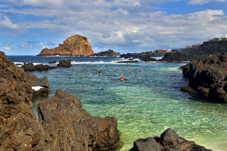 Las piscina naturales de puerto moniz madeira portugal for Portugal piscinas naturales