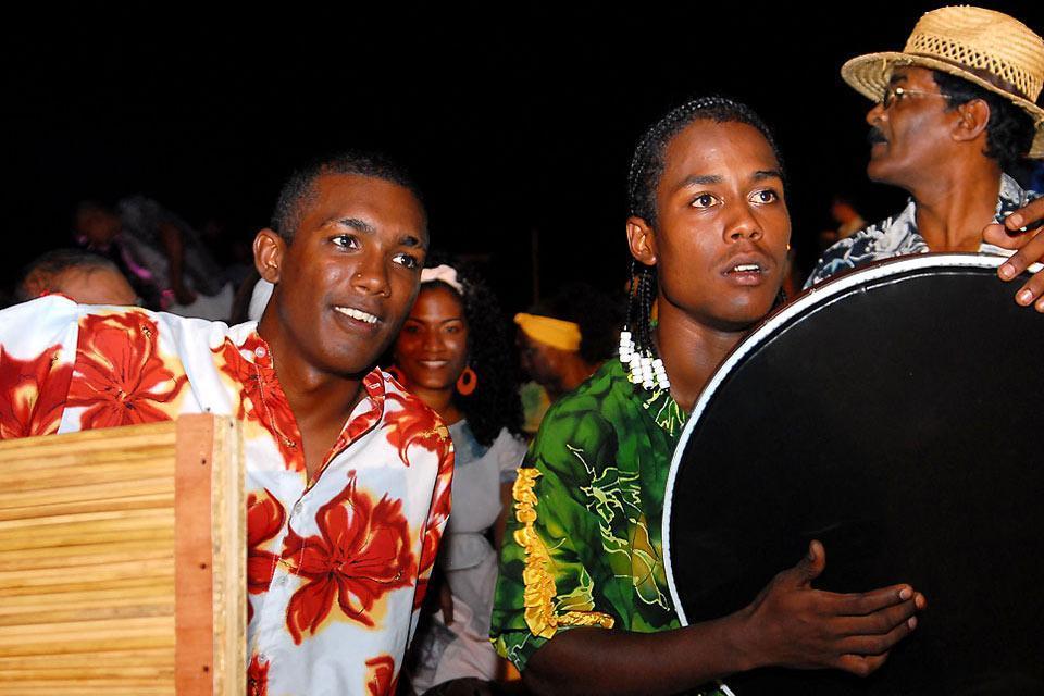 Sega dancing , The instruments of sega, Mauritius , Mauritius