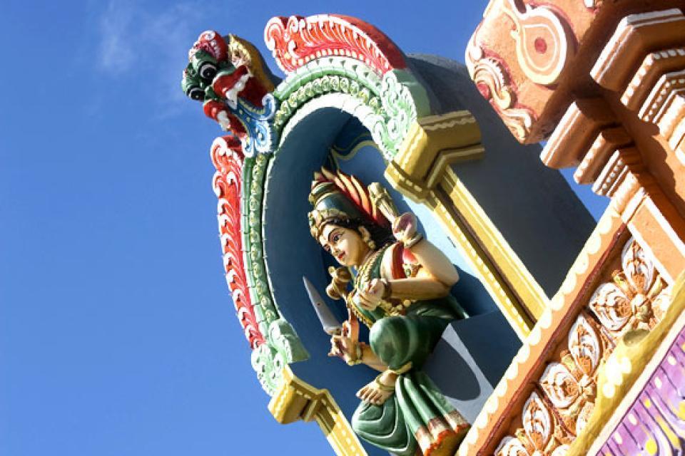 Los templos tamiles , La visita de Santa Cruz , Isla Mauricio