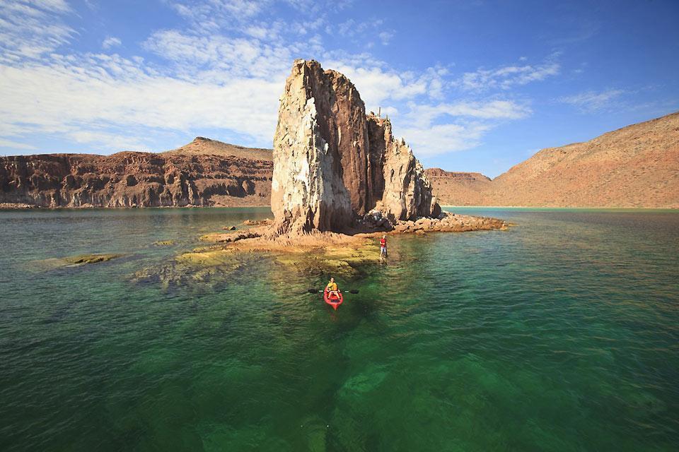 Deserto, montagne rocciose e spiagge di sabbia bianca. , In kayak in Bassa California , Messico