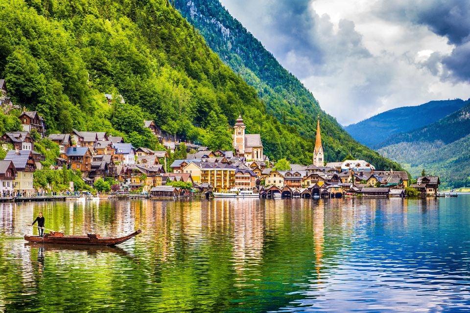 Das Dorf Hallstatt , Ein Bergsee , Österreich
