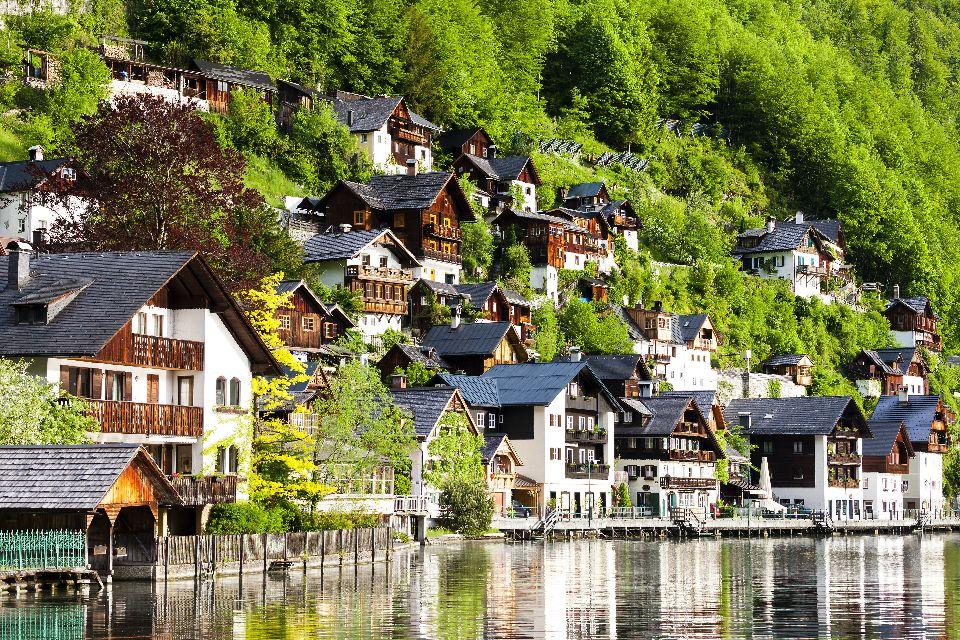Das Dorf Hallstatt , Häuser am Seeufer , Österreich