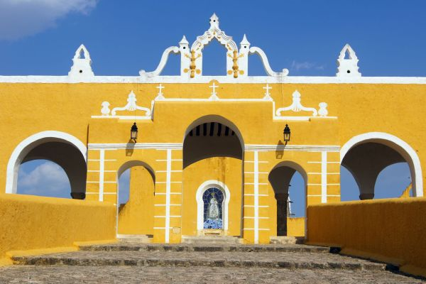 A typical patio, The historic legacy, Arts and culture, Continental Mexico