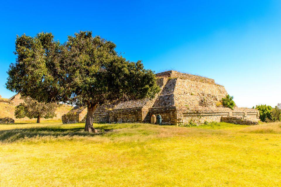 Les arts et la culture, Monte Alban, a large pre-Columbian archaeological site, Santa Cruz Xoxocotlan Municipality, Oaxaca State. UNESCO World Heritage