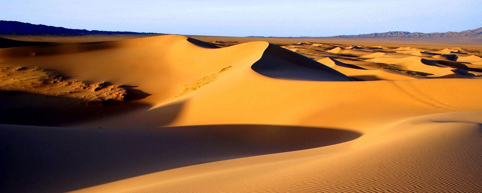 The Gobi desert , Yurts in the Gobi desert , Mongolia