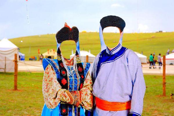 La fête de Tsagaan Sar , Une famille fête le Tsagaan Sar , Mongolie