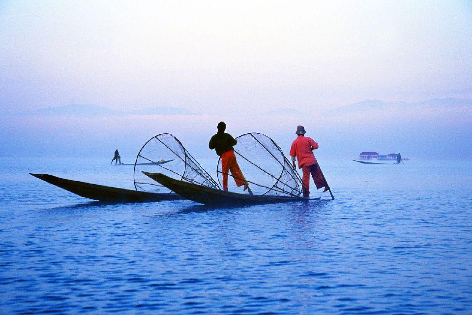 El lago Inle , Pescador tradicional , Myanmar