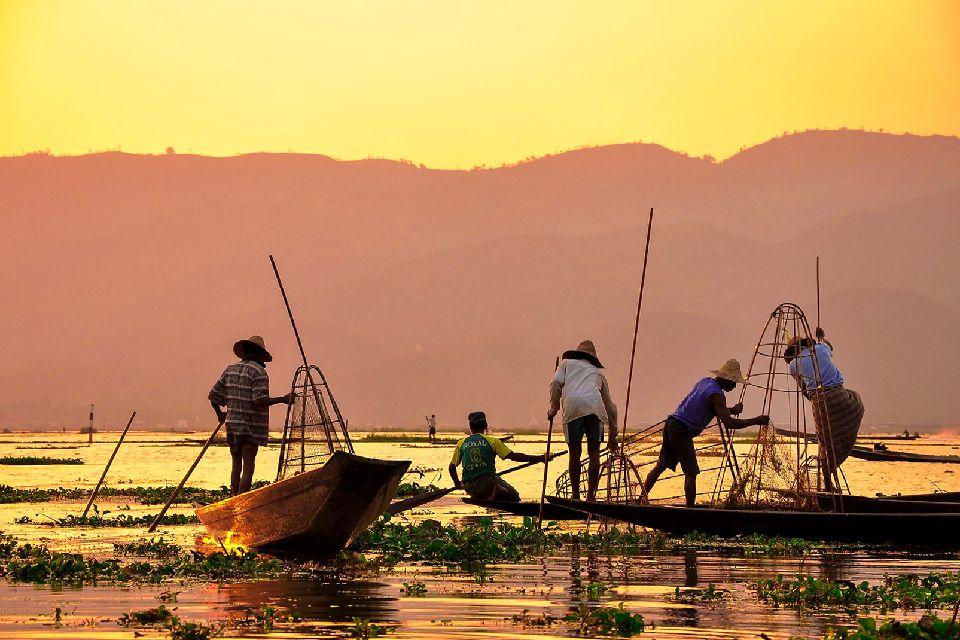 El lago Inle , Puesta de sol , Myanmar