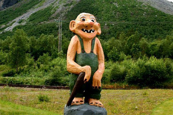 I Troll , Norvegia