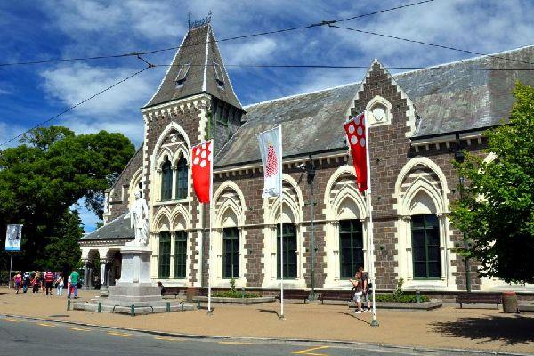 """El museo de guerra """"War Memorial Museum"""" de Auckland , El Museo de Canterbury de Christchurch , Nueva Zelanda"""