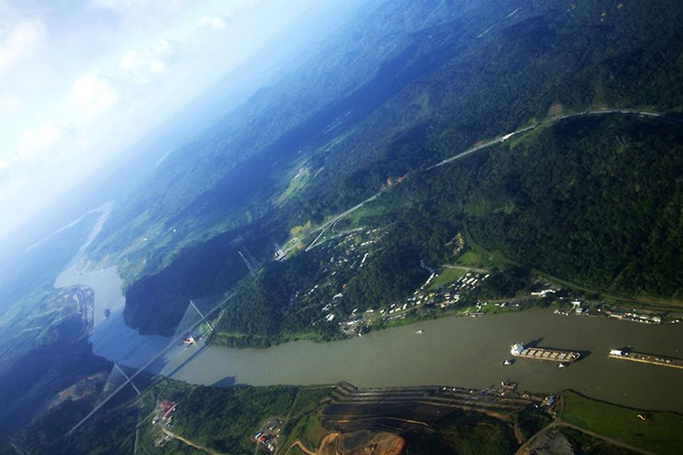 The canal , A strategic crossing point , Panama