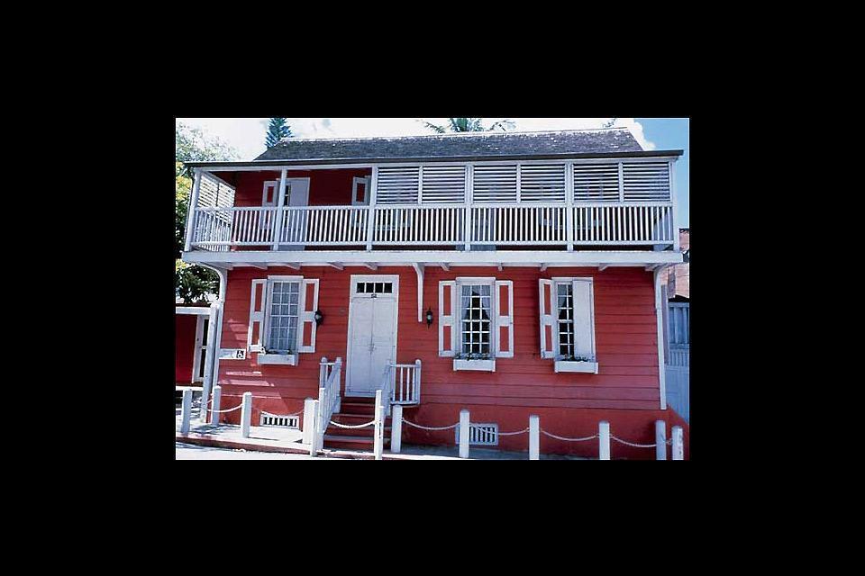 Balcony House Museum , Il museo con balcone , Bahamas