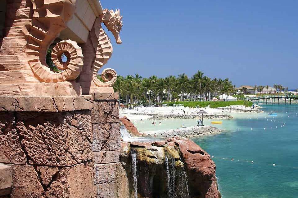 The New Providence Hotels , The beaches of the Atlantis , Bahamas