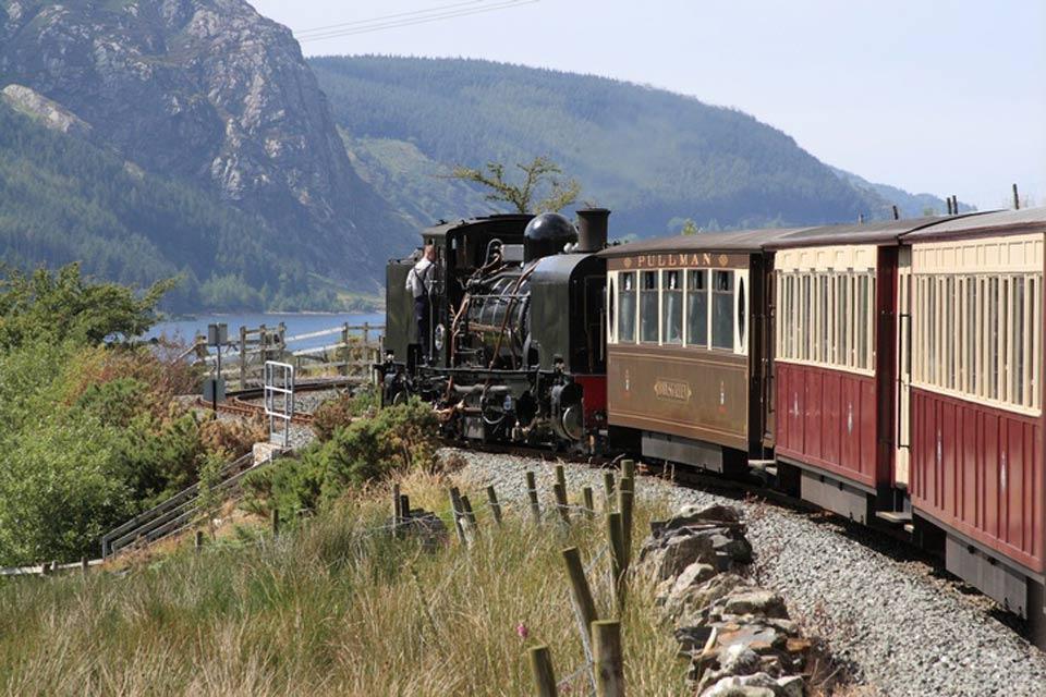 Il Parco Nazionale di Snowdonia , treno nel parco nazionale di Snowdoni , Regno Unito