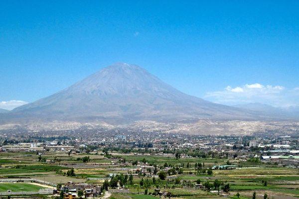 Le volcán Misti y el cañón de Colca , Perú