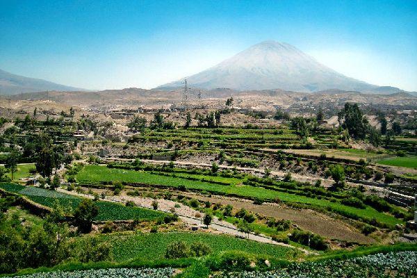 Le volcán Misti y el cañón de Colca , Volcanes y Caniones , Perú