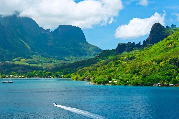 Tahiti , the volcanic reef , Tahiti , The volcanic landscape , French Polynesia