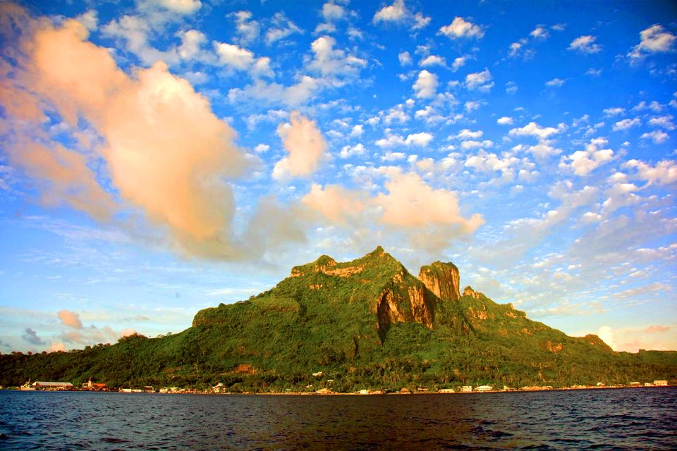 Bora Bora , Il monte Pahia , Polinesia francese