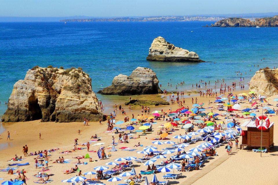 L'Algarve , Une plage haute en couleur , Portugal