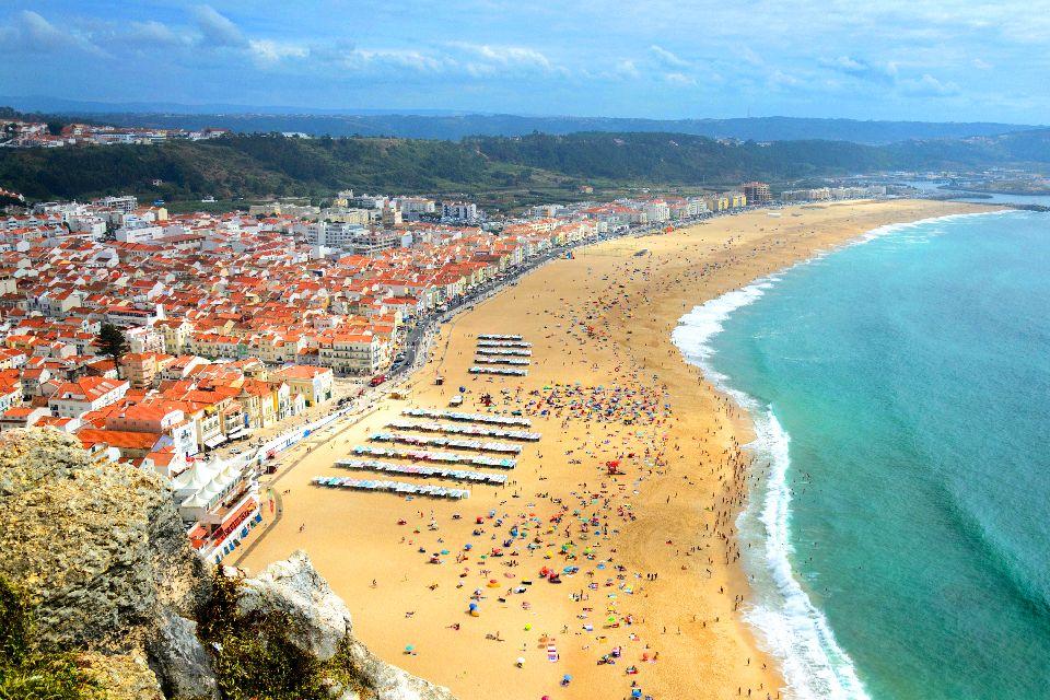 Los acantilados de Estremadura , Acantilados y el océano movido , Portugal
